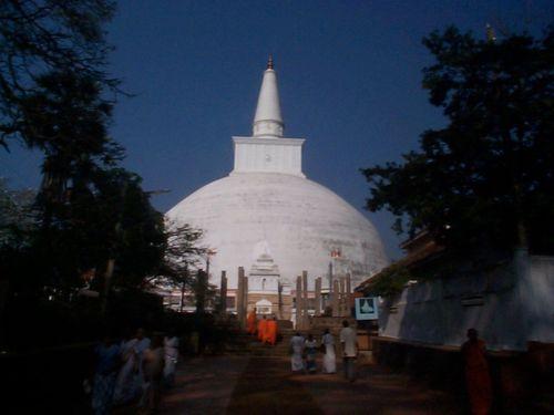 anuradhapura-sri-lanka-holidays