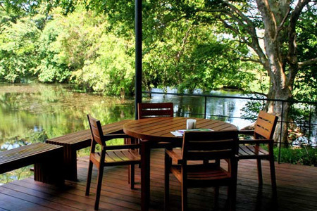 kalundewa-retreat-dining-by-the-lake2